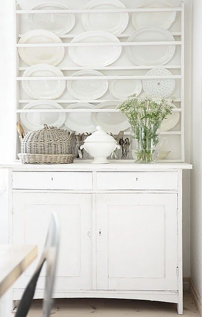 white with plate rack
